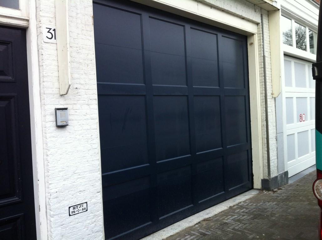 Vlakke houten garagedeur different doors garagedeuren - Deur kast garagedeur ...